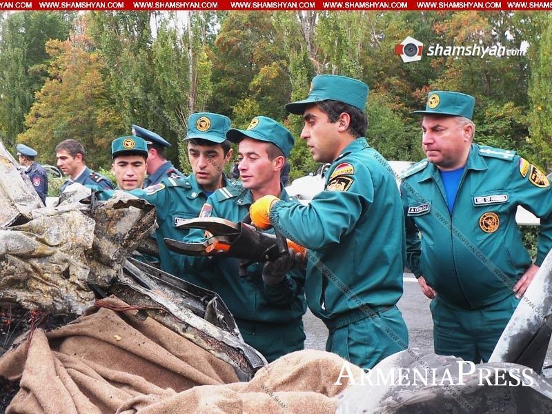 Тяжелая и трагическая автомобильная авария в Котайкской области. BMW X5  превращается в серый. Спасатели восстанавливают труп автомобиля