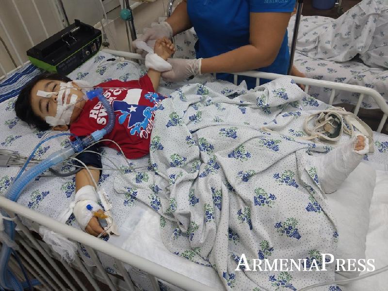 Приехали в Армению за день до трагедии: родителям упавшего с высоты ребенка нужна помощь